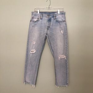 LEVI'S 501 DESTROYED TAPERED JEAN IN SIZE 28